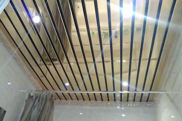 Потолок из панелей в ванной своими руками