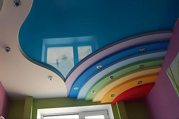 Какой потолок лучше натяжной или пластиковый