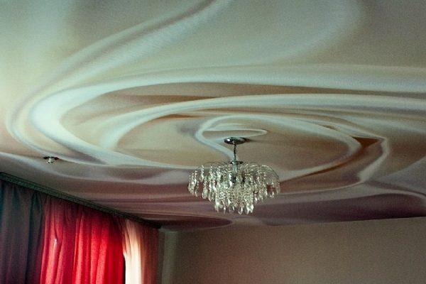 Установка натяжных потолков из ткани